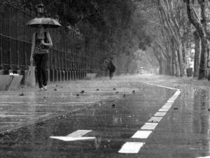 Намаление на цените заради дъждове:  италианските курорти компенсират лошото време