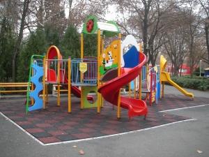 Изграждат детска площадка в \