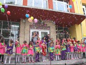 Учители от Пловдив: Не искаме цветя!