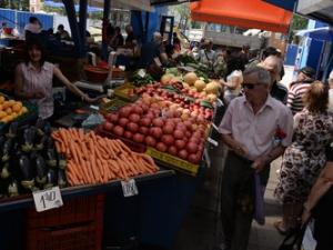 Данъчни и инспектори по храни започват проверки по пазарите