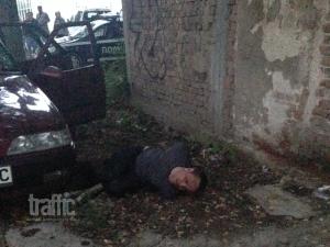 Ексклузивно: Дрогиран и пиян помете жена на тротоар в Пловдив СНИМКИ И ВИДЕО