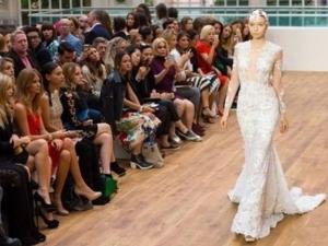 Сватбена рокля за 6,5 млн. долара показаха в Лондон