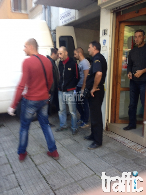 TrafficNews от мястото на събитието: Наркодилър се предаде на... сотаджии