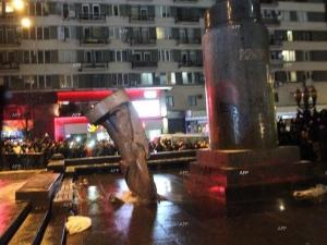 Свалиха още един паметник на Ленин в Харковска област