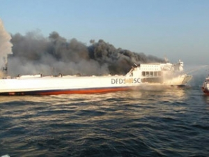 Пожар избухна на ферибот насред Ламанша