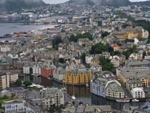 Евакуират центъра на норвежкия град Олесун заради изтичане на амоняк