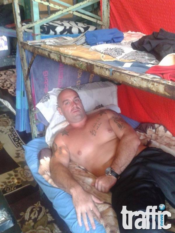 Само в TrafficNews: Затворник с присъда за убийство със селфита от килията СНИМКИ