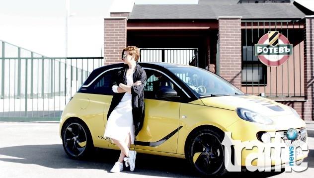 Най-известната модна блогърка е луда фенка на Ботев Пловдив