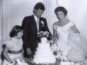 34 хиляди долара за снимки от сватбата на Кенеди