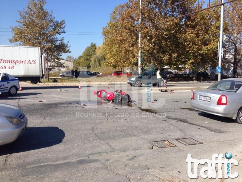 Първо в TrafficNews.bg: Моторист се размаза на Кукленско шосе СНИМКИ