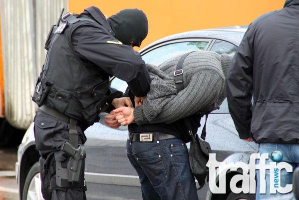 Бивш полицай и още двама рекетьори арестувани в столицата