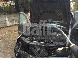 Бус и две коли изпепелени в пожар
