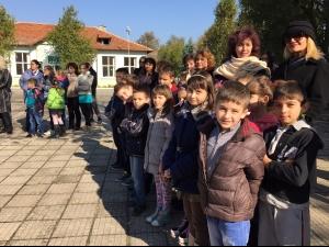 Нови класни стаи и физкултурен салон за Деня на будителите СНИМКИ