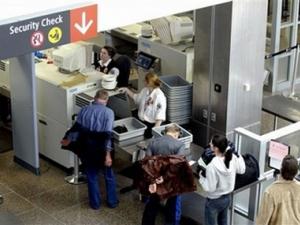 Жена почина, след като премина през скенер на летището