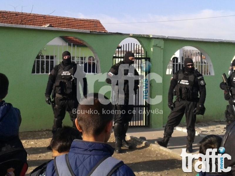 Арестуваха Ахмед Муса Ахмед! Въоръжени до зъби полицаи обсадиха Пазарджик! СНИМКИ