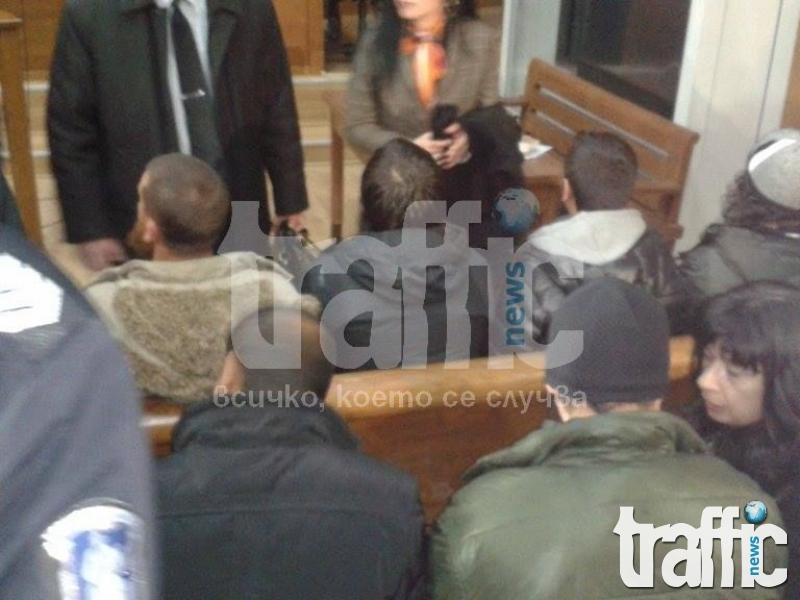 LIVE: Скандали белязаха старта на съдебното заседание в Пазарджик! СНИМКИ