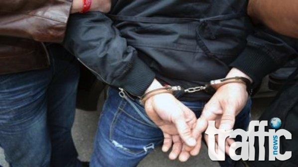 Сводник и проститутка в ареста след грабеж