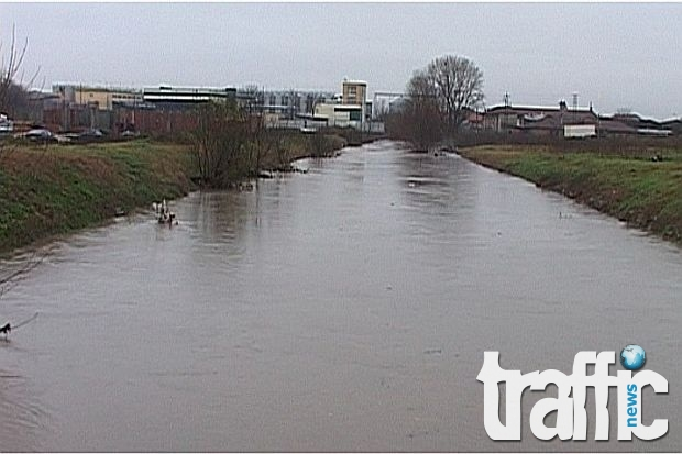 Описват щетите след наводнението в Съединение