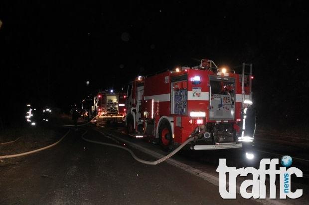 Влакът Кулата-София се запали, след като удари ТИР