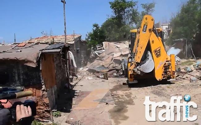 Бутат незаконните постройки в Столипиново