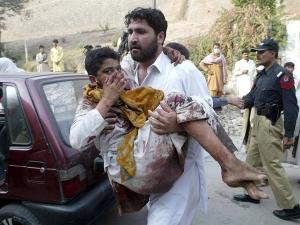 141 убити, от тях 132 деца, в талибанската атака в Пакистан