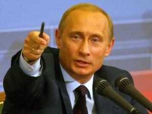 Путин: Надявам се да оставят мечо да яде ягодки в гората, но те искат да му изтръгнат зъбите
