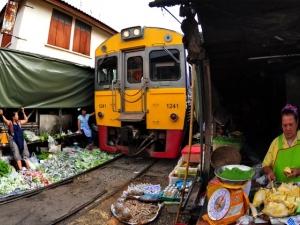 Пазар на релси в Тайланд ВИДЕО
