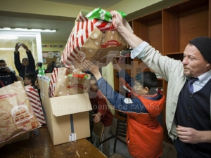 Испанци зарадваха сираци за Коледа! ВИДЕО и СНИМКИ