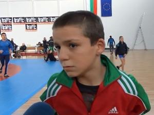 Момче от Пловдив иска да е като Майк Тайсън и Дан Колов СНИМКИ и ВИДЕО