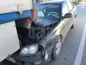 Само в TrafficNews: Млада шофьорка влезе под тир, оцеля по чудо СНИМКИ и ВИДЕО