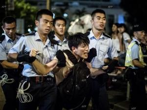 Задържаха 37 души в Хонконг