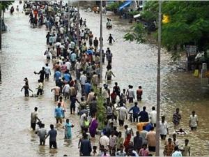 Над 100 хиляди души евакуирани заради наводнения в Малайзия