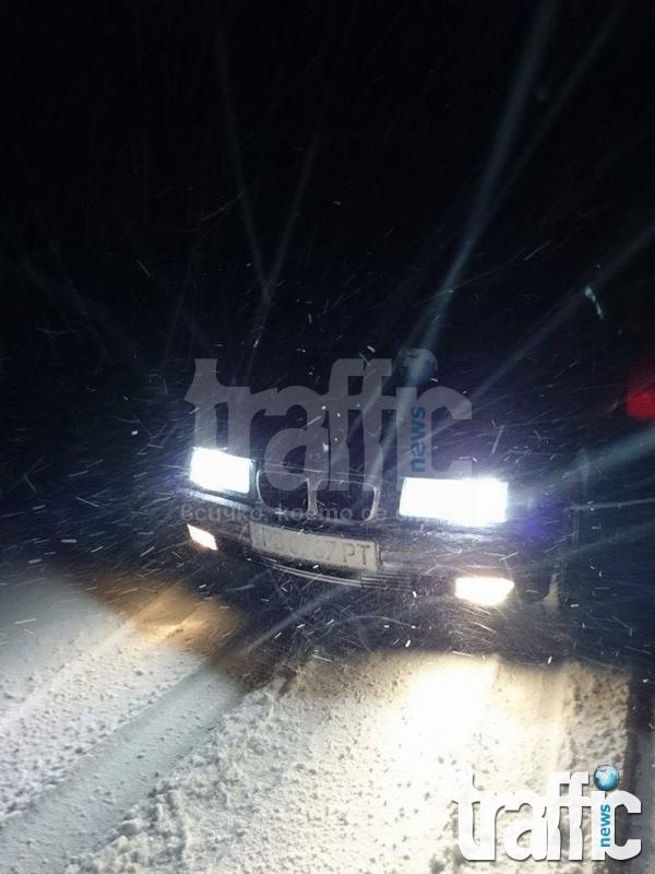 Снежни преспи около Пловдив! СНИМКИ