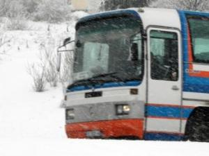По чудо без жертви: Автобус излетя в канавката, шофьорът заспал!