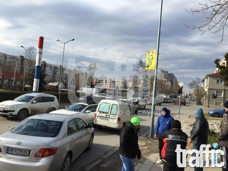 Първо в TrafficNews: Меле до затвора между 4 коли и 1 бус, двама са в болница! СНИМКИ и ВИДЕО
