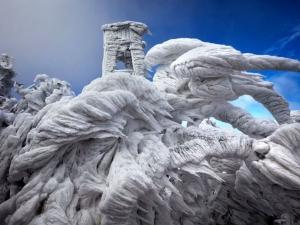 Природни ледени скулптури СНИМКИ