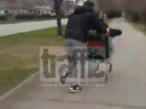 Момчета обиколиха Кючук Париж с пазарска количка ВИДЕО