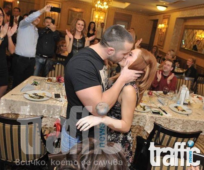 Първо в TrafficNews.bg: Най-романтичната двойка у нас насрочи дата за сватбата си ВИДЕО