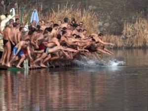 Еврокоментар: Скачането за кръста в България е свличане към примитивното като в Папуа Нова Гвинея