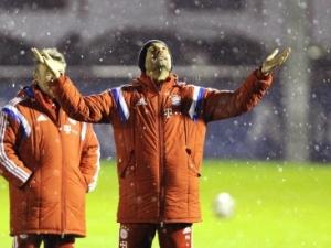 Сняг и много усмивки на първата тренировка на Байерн СНИМКИ