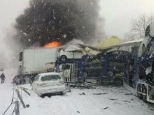 Камион с фойерверки се взриви сред 150 коли на магистрала! ВИДЕО