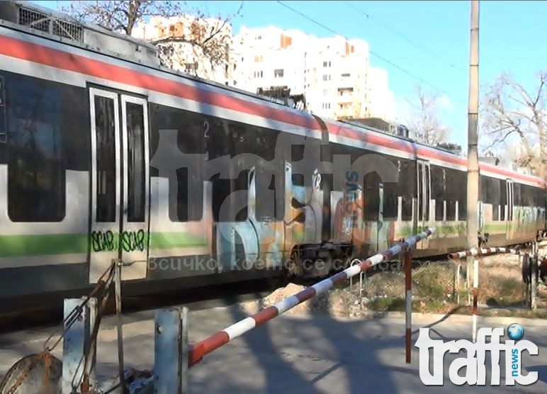 Абсурд: ЖП линия пресича три булеварда в Пловдив и предизвиква задръствания ВИДЕО
