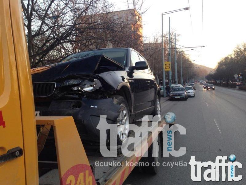 Х3 наниза БМВ на пешеходна пътека на Васил Априлов СНИМКИ