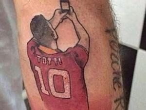 """Фен на Рома си татуира """"селфито"""" на Тоти (СНИМКА)"""