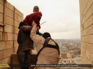 Джихадисти разпъват мъже на кръст, заради кражба