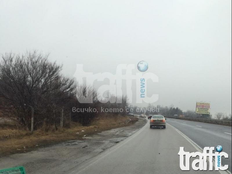 Тир блокира магистралата на Ихтиман СНИМКИ