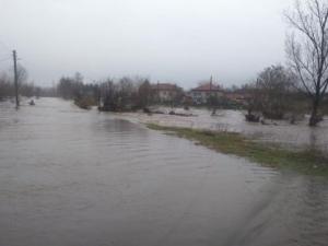 Нова евакуация: 2 см остават до преливането на Тунджа