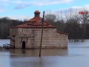 8 души загинаха при наводненията в Турция