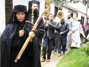 Чиновничка от МОН стана игуменка на най-богатия девически манастир