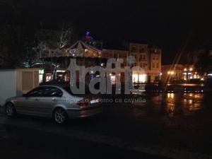 Мега наглост: Гъзар с БМВ паркира на копчета СНИМКИ